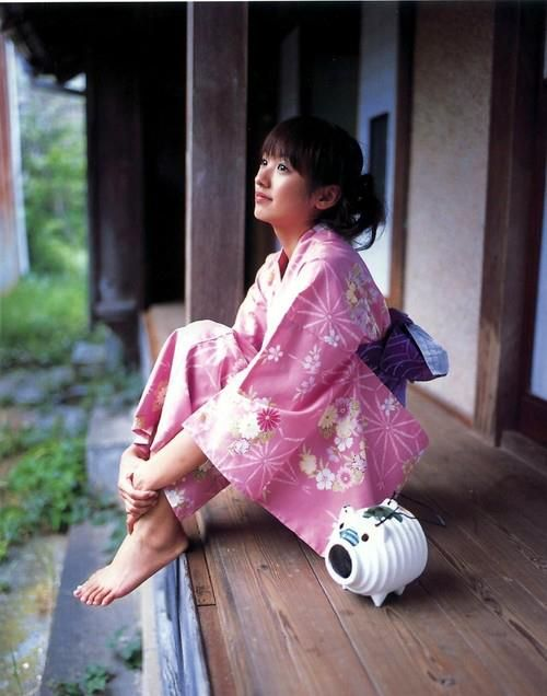 Japanese actress/model  Minami Akina wearing summer Yukata