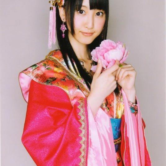 rena matsui holding flower