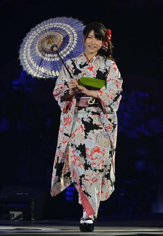 yui yokoyama kimono with umbrella